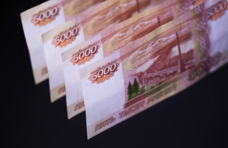 Черный август. Иностранцы за месяц продали госдолг России на $1 млрд