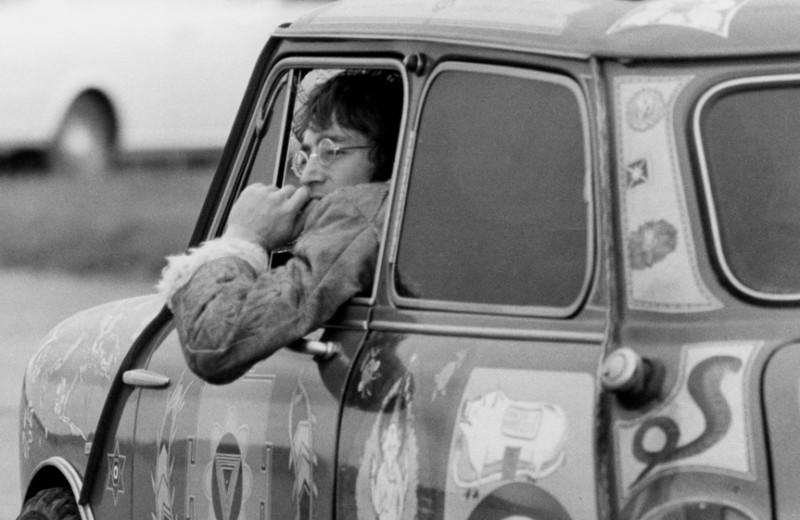 «И вскоре я забыл отца. Как если бы он умер»: каким было детство Джона Леннона