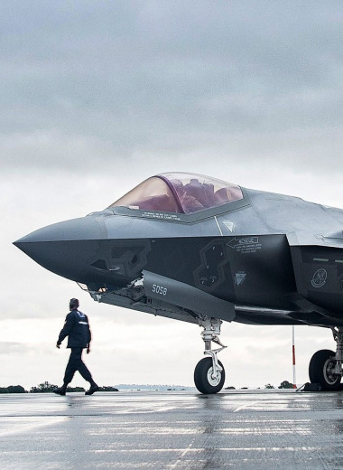 Странное поведение истребителя F-35: почему пилотам становится плохо?