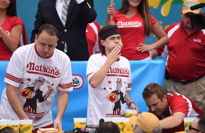 Как профессиональные пожиратели готовятся к чемпионату по поеданию хот-догов и отходят после него