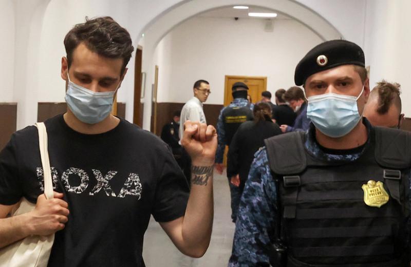 «Будут пугать молодых»: как DOXA стала главным студенческим СМИ в России, а ее редакторы попали под статью