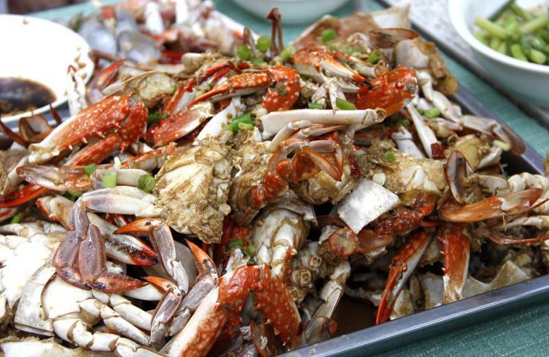 В Австралии подсчитали содержание микропластика в морепродуктах с рынка. Он оказался везде