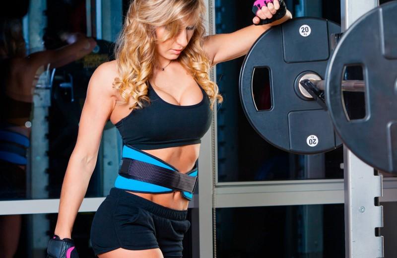 Для чего нужен атлетический пояс и как его выбрать — отвечают фитнес-тренеры