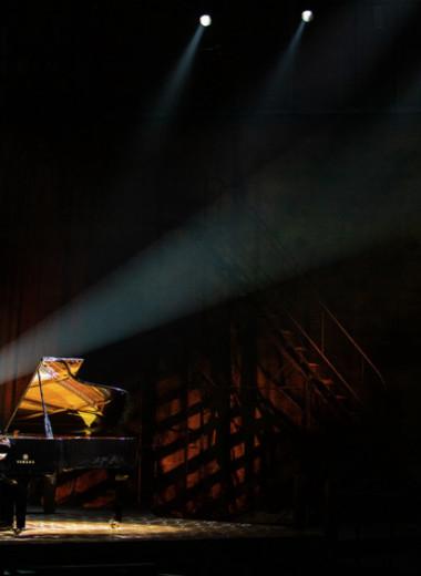 «В театре могут обидеть по-настоящему»: как пианист Борис Березовский покоряет сцену в новом аплуа