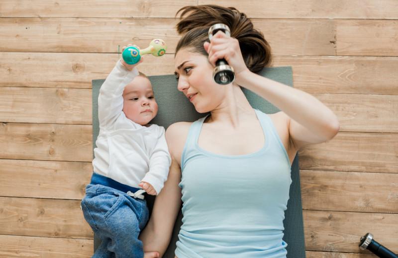 Комплекс упражнений для мам с малышом до 3-х лет в домашних условиях