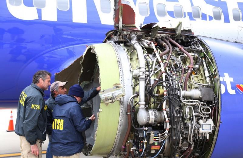 Двигатель самолета Southwest Airlines взорвался в воздухе, погиб пассажир