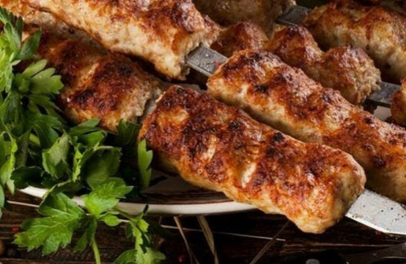 Как приготовить люля-кебаб на мангале: 3 аппетитных рецепта