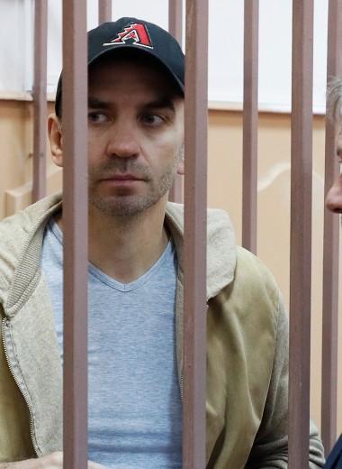 Две зацепки в деле Абызова и воздушный поцелуй: как Басманный суд отправил бывшего министра под арест