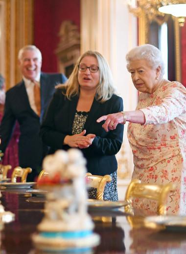 Обед во дворце: 7 продуктов, которые Елизавета II запретила есть своей семье
