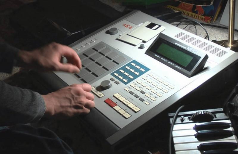 Музыкальная станция Akai MPC — «коробочка, похожая на Nintendo», которая заменила собой музыкальную студию