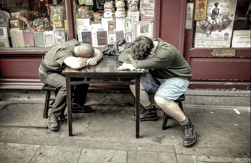 Что может с тобой произойти, если ты пойдешь на работу, поспав меньше 6 часов