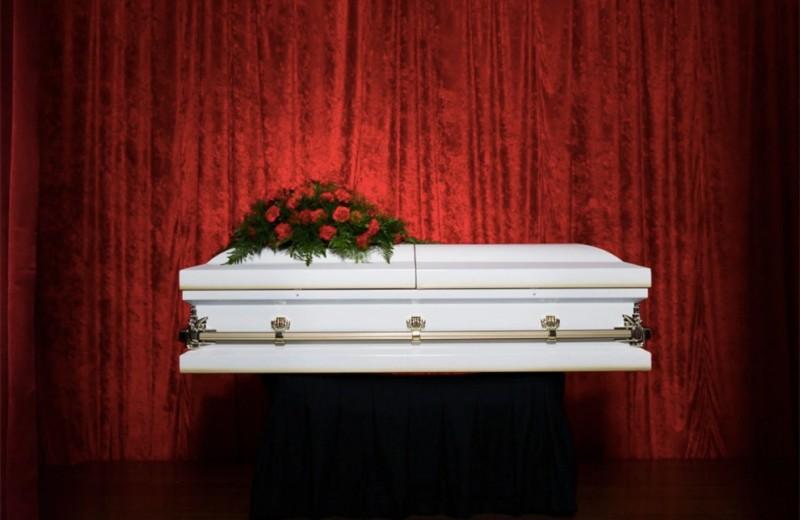 Картонные гробы и кладбище с лифтом: как нас будут хоронить в ближайшем будущем