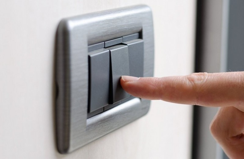 Подключение проходного выключателя: как это делать правильно?