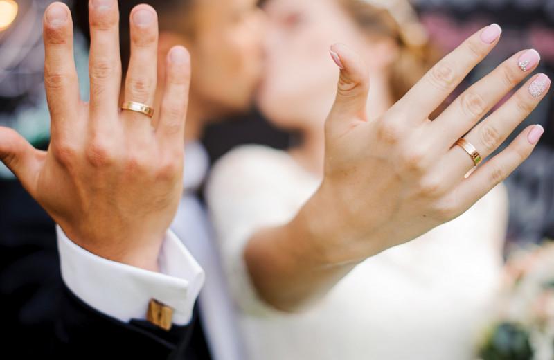 Как выбрать правильное обручальное кольцо: 3 лайфхака для жениха и невесты