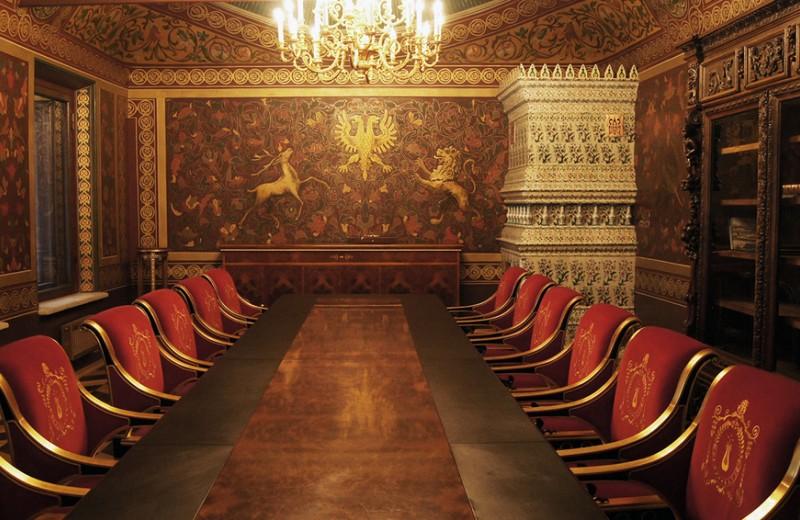 Конюшни нефтяника, палаты Грозного: малоизвестные места Москвы, которые стоит увидеть