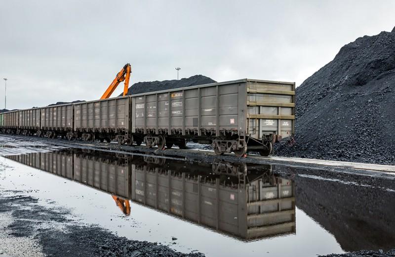 Уголь переводят на запасный путь