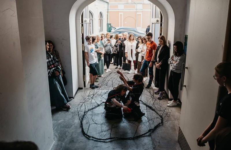 «Грязная и дикая, и при этом невероятно крутая»: москвичи поколения Z о своем городе