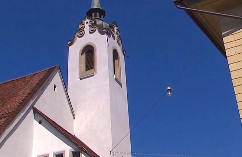 В швейцарской церкви заменили звон колоколов на рингтон: видео