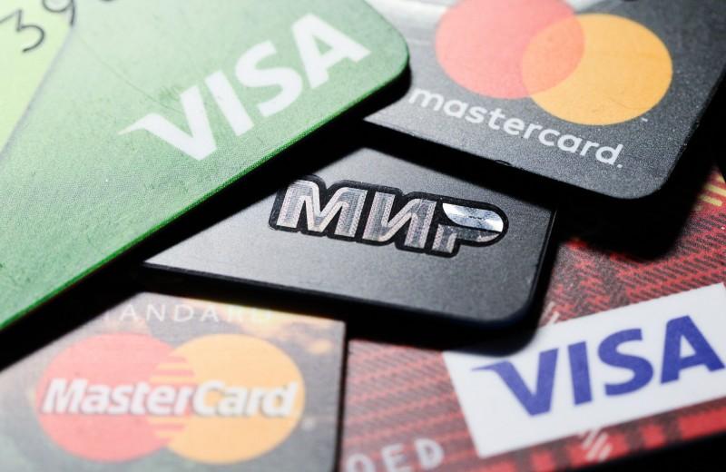 «Коммерсантъ» предупредил о возможном уходе Visa и MasterCard из России