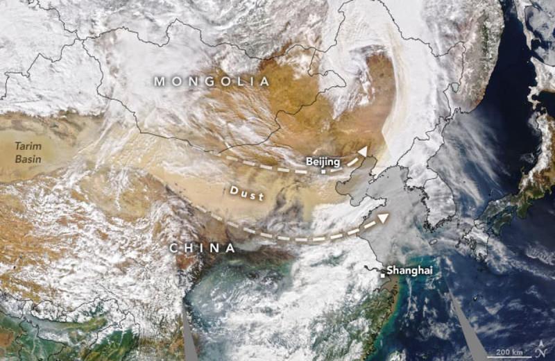 Мощная буря в Китае оказалась не песчаной, а пыльной