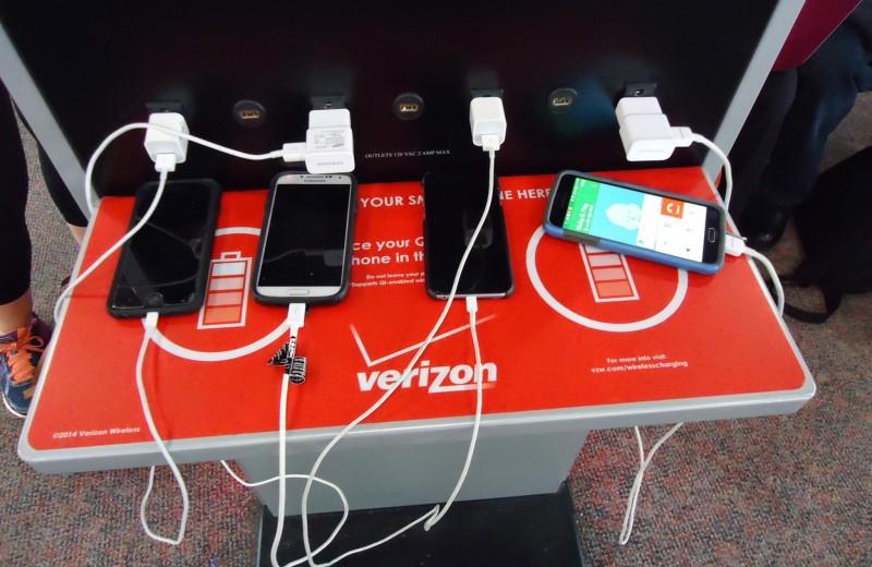 Почему заряжать телефон в аэропорту –рискованное дело