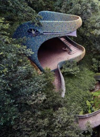 В Мексике есть футуристический жилой комплекс в виде змеи и он великолепен