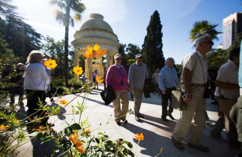 Туристы из Австрии, Словении и Японии отправились в путешествие по  «Золотому кольцу Боспорского царства»