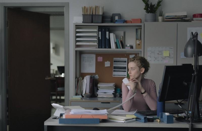 В ожидании зла. Зачем смотреть фильм «Ассистентка», отсылающий к скандалам #metoo
