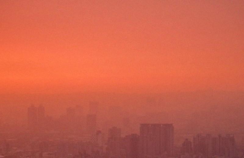 Алкоголь и загрязнение воздуха включили в список модифицируемых факторов риска развития деменции