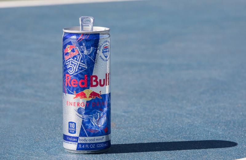 Red Bull ничего не производит сама, даже энергетики — но захватывает рынки благодаря маркетингу