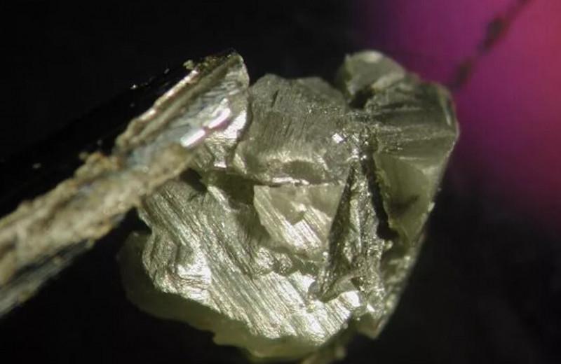 О чем рассказали жидкие включения внутри древних алмазов
