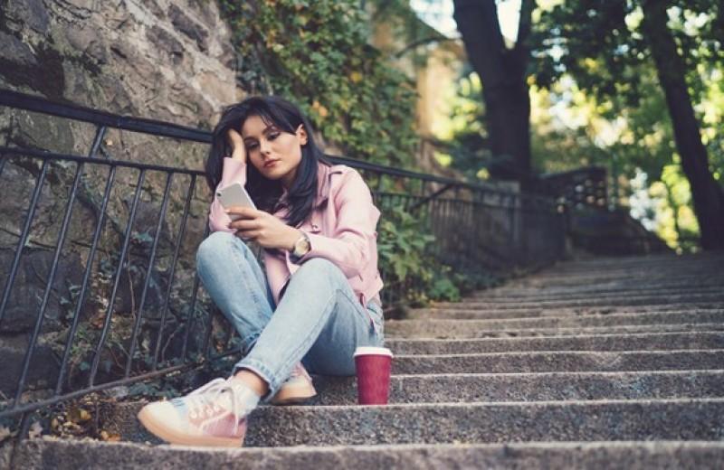 Почему не стоит читать соцсети бывшего, если вы недавно расстались?