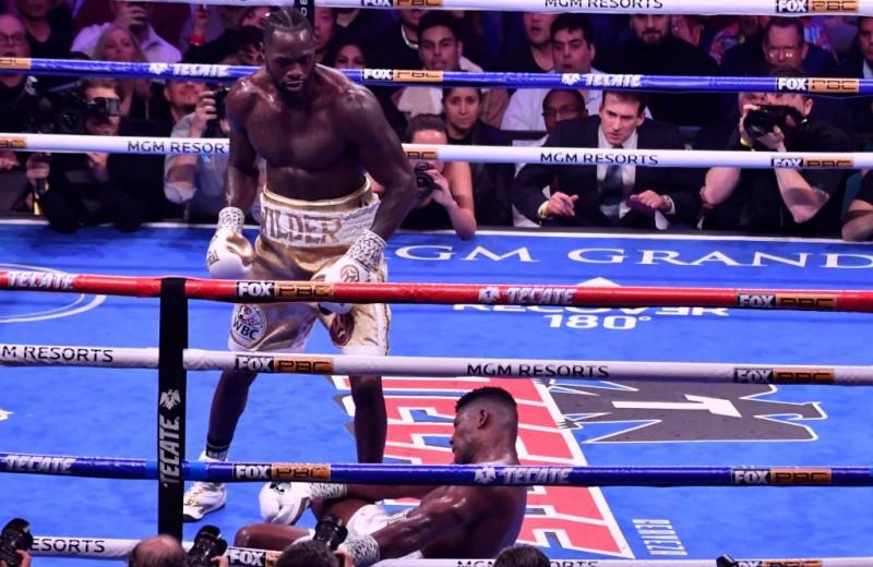 Непобежденный чемпион Деонтей Уайлдер снес кубинского «Кинг-Конга» идеальным нокаутом с одного удара (видео)