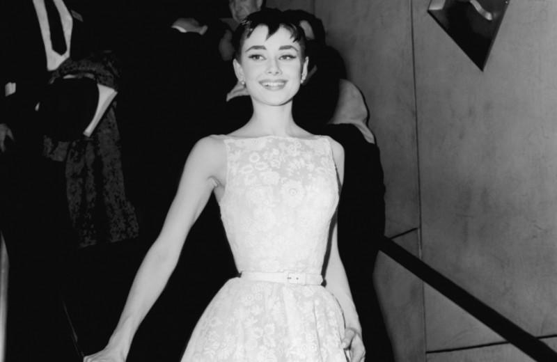 Платья с историей, винтаж и ирония: самые знаковые женские наряды за всю историю «Оскара»