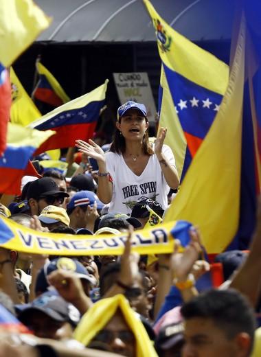 «Все, что вы найдете на улице, — свинец». СМИ Латинской Америки о кризисе в Венесуэле