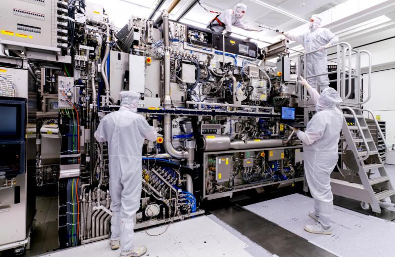 «Невозможно создавать микросхемы без машин ASML»: голландская компания, от которой зависят Apple, Samsung и Intel