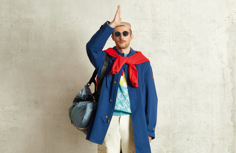 Как и с чем носить мужской макинтош: показывает режиссер и актер Семен Серзин