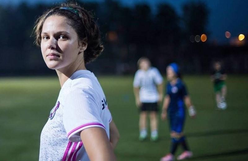 Футбол и девушки: зачем редакторы и менеджеры играют в мяч
