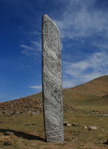 Что такое оленные камни? Секреты удивительных изваяний, которые находят от Монголии до Германии