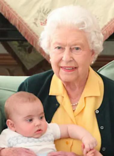 Очаровательные сорванцы! Забавные кадры Елизаветы II c королевскими детьми