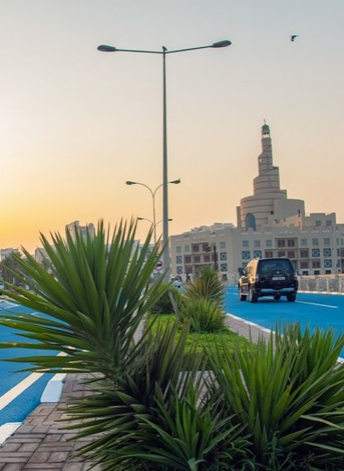 Голубой асфальт в Катаре: фото и видео
