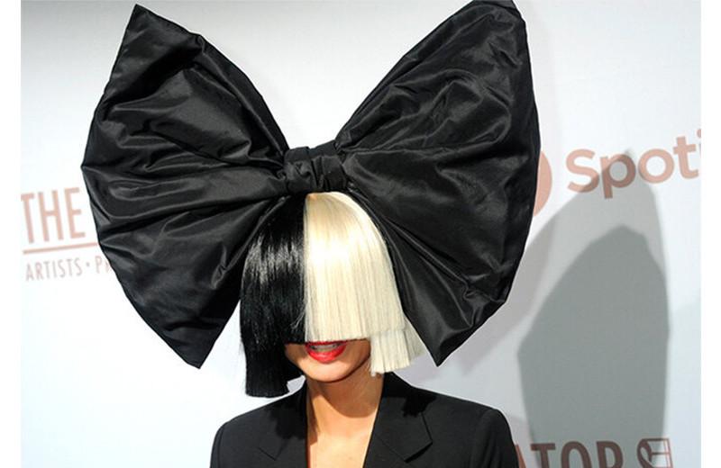 Совершенно секретно: звезды, скрывавшие свою личность, – Бэнкси, Sia и другие