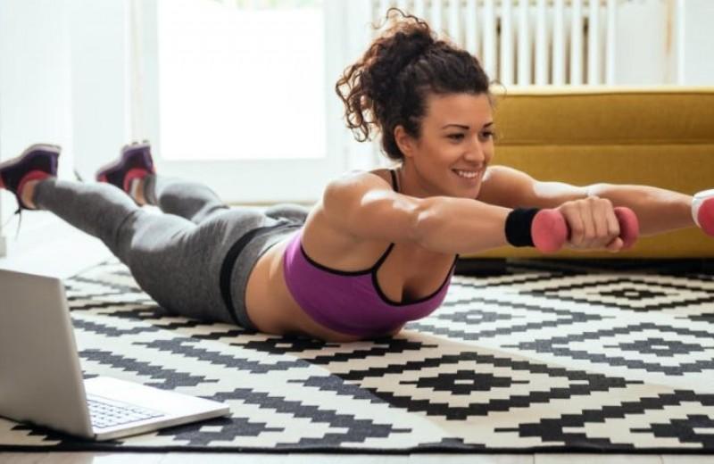 10 легких упражнений для фитнеса в домашних условиях