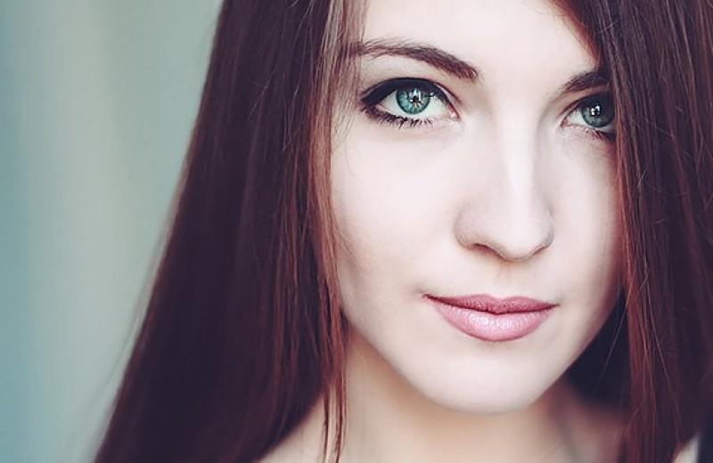 Выбери цвет волос для зелёных глаз