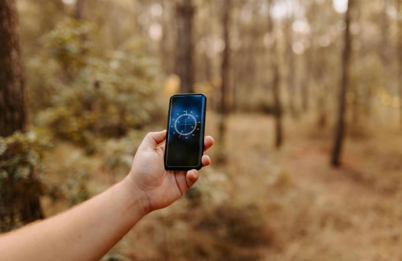 Ориентация без навигатора: как вывести человека из лесной чащи по телефону?