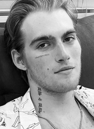 Поигрались и хватит: звезды, которые свели татуировки — даже с лица!