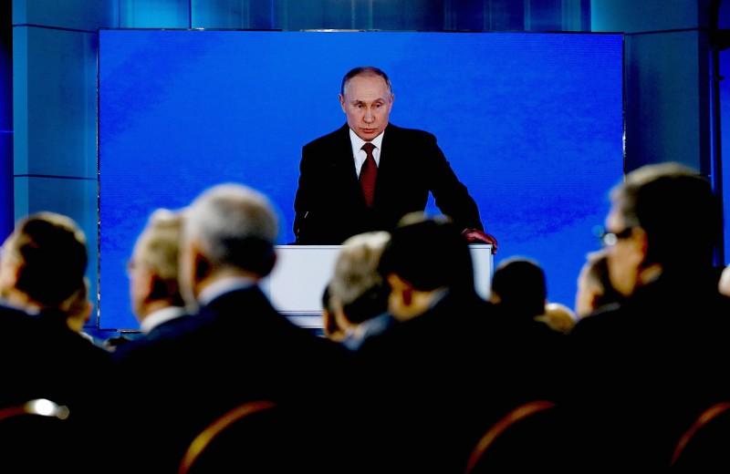 План президента: как Путин будет увеличивать доходы граждан и править Конституцию