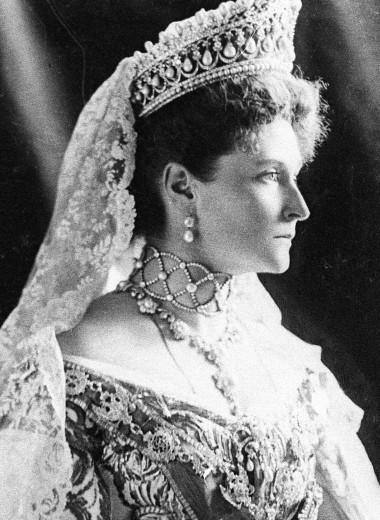 Ненавистная немка: почему жену Николая II не любили в России