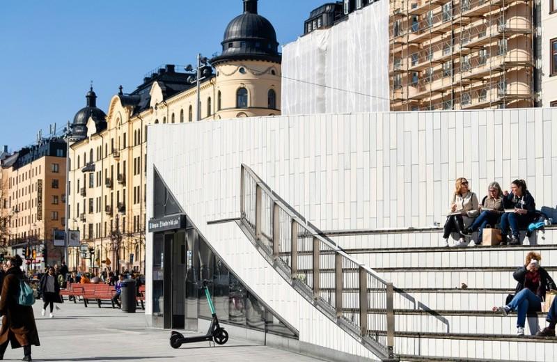 Как власти Швеции борются с эпидемией коронавируса без запретов