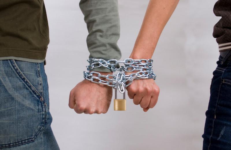 Выйти из созависимых отношений: 12 необходимых шагов